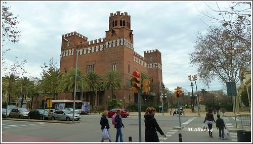 Castell del Tres Dragons by Miguel Allué Aguilar
