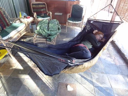 i get a very nice flat lay when on my side  proper hang for a bridge hammock   rh   hammockforums