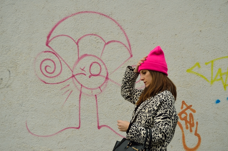lara-vazquez-madlula-blog-pink-beanie-leopard-coat-black-white