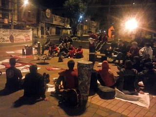 Jovens realizaram a vigília na Praça do Teixeirinha, de 31 de março para 1º de abril.