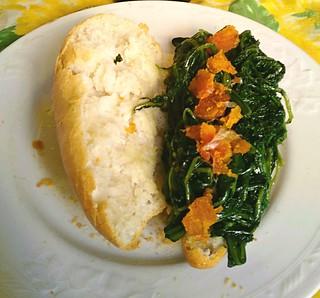 Panino gourmet: ciriola, cicoria ripassata in padella con aglio, olio e peperoncino e bottarga di muggine.
