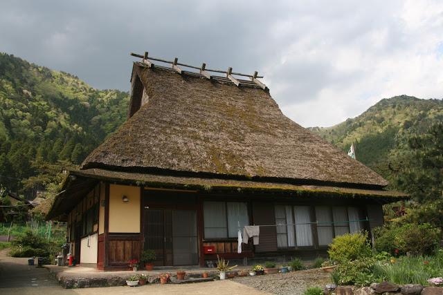 Jenis penutup atap rumah berbahan atap jerami