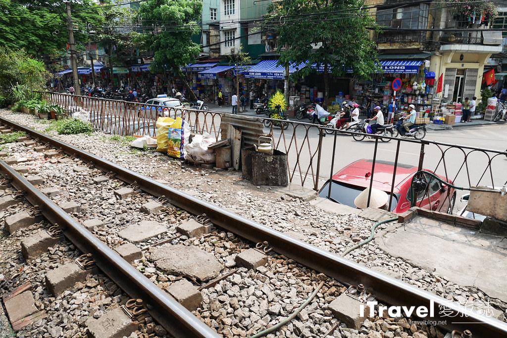 《河内景点推荐》河内火车站:浓厚传统风情的铁道散策,体验沿线居民的生活日常。
