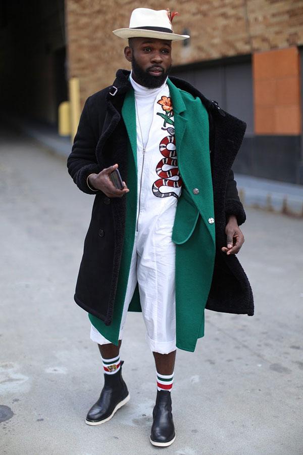 白ハット×黒コート×グリーンコート×白タートルネック×白つなぎ×黒サイドゴアブーツ