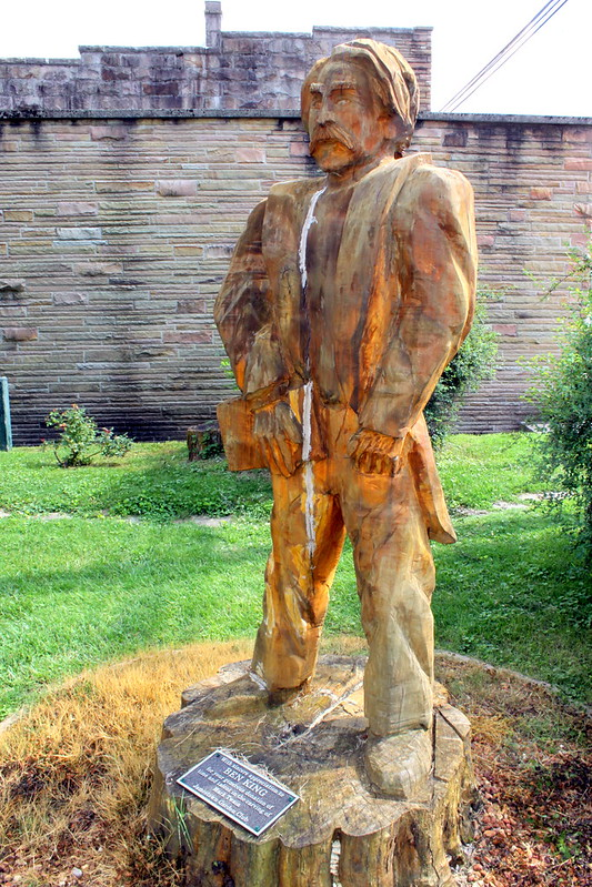 Mark Twain Chainsaw Carving - Jamestown, TN
