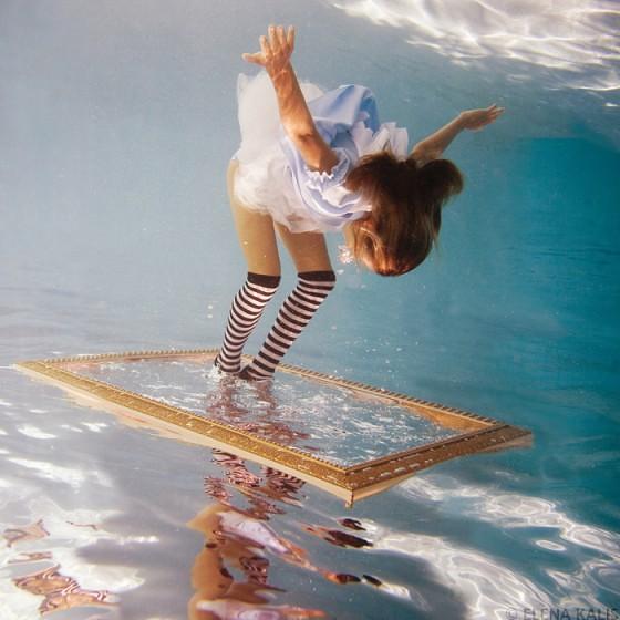 underwater_alice06-560x560