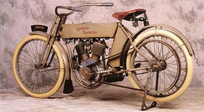 1909_Harley-Davidson_V-Twin_Left-Rear