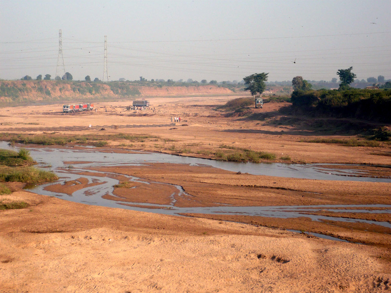 दम तोड़ती दुधी नदी