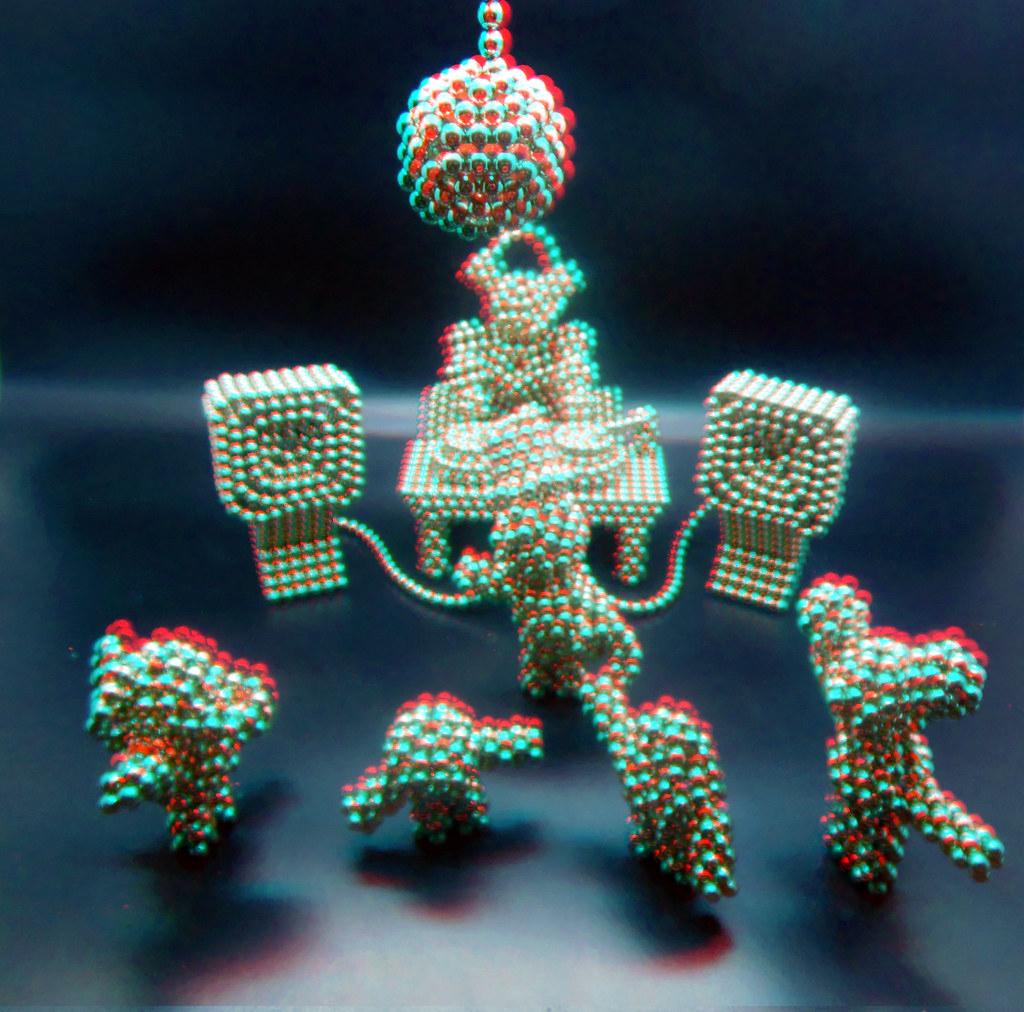 Penta-Bot-plays-DJ-5-in-3D