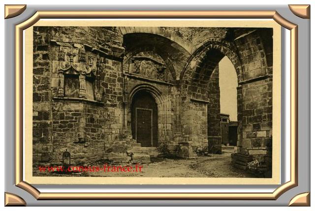 SOUILLAC (Lot). - Porte du Beffroi (XVe siècle.)