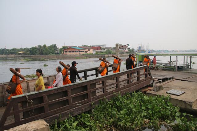 Crossing the river at Mahachai