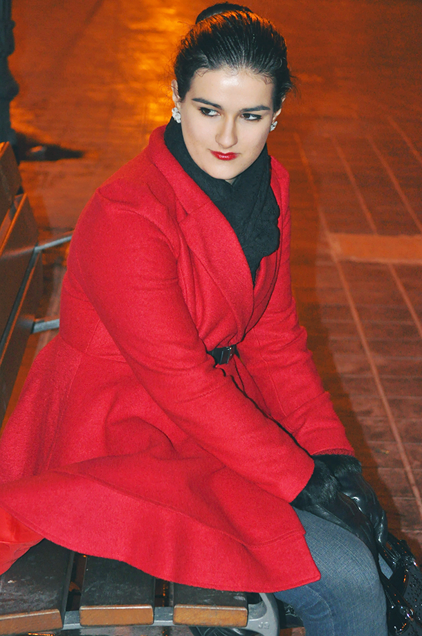 something fashion españa valencia spain blogger influencer streetstyle, ballerina bun how to wear red coat romwe review winter, boots and jeans look collaboration Zara fashionblogs