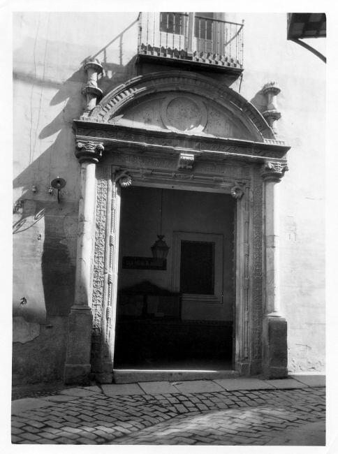 Portada del Hospital de Diego de Bálsamo hacia 1920 (c) Fondo Rodríguez, JCCM Signatura CCT-042
