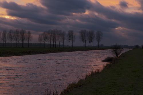 sunset night zonsondergang afternoon cloudy silhouettes windy stormy polder golven winderig namiddag nulandsekerkdijk hertogswetering hethooghhemael polderhethooghhemael winderigenamiddag