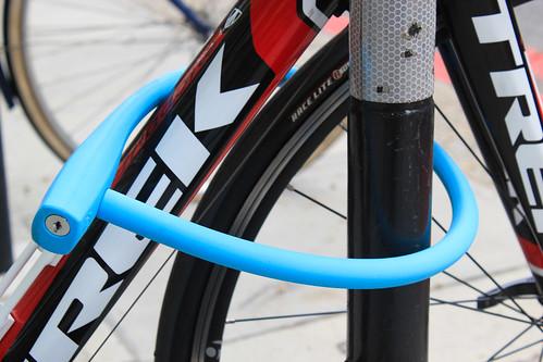 Photo:Knog bike lock around a road bike By:londoncyclist