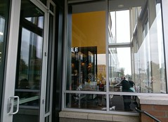 Union Ave. Kroger: convoluted view through the café windows