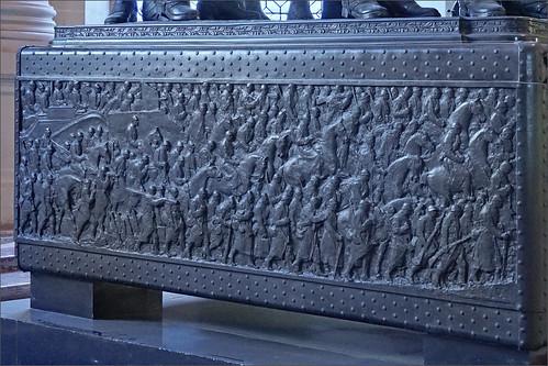 Le Tombeau du Maréchal Foch de Paul Landowski (Église du Dôme des Invalides, Paris)