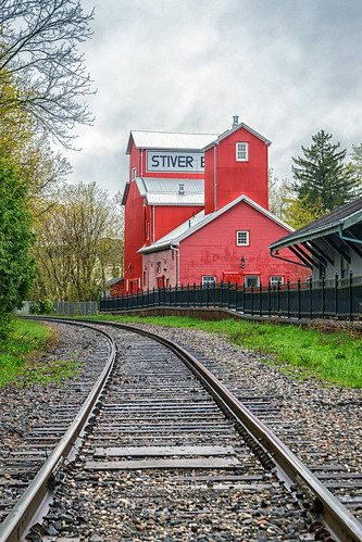 121 365 365project project365 redditphotoproject picoftheday markham ontario unionville gta toronto unionvillemainstreet exploreontario explorecanada canada awesomeearthpix landscapelovers landscapes beautifuldestinations awesomeglobe fantasticearth canonphotographer earthpix tracks train railroad mill leadinglines red ca