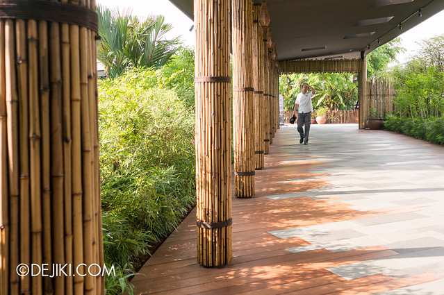 River Safari - pathway to entrance