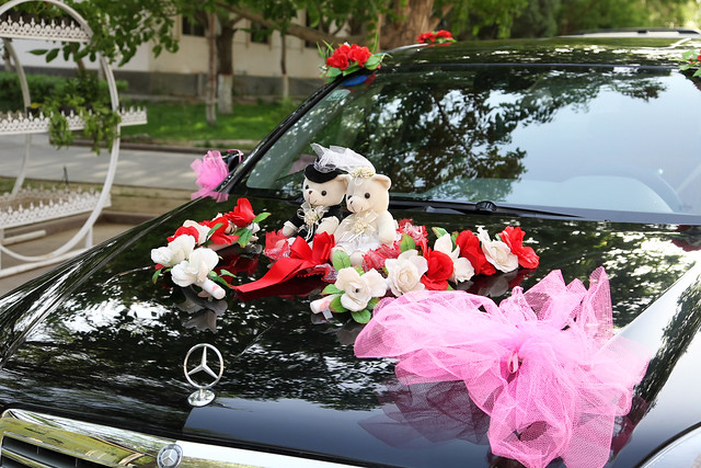 Lovely decorated car for wedding route, Kumul (Hami) ハミ、結婚式用に飾り付けられた車