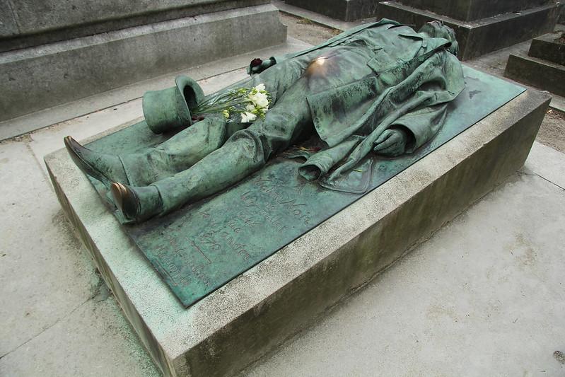 Victor Noir,  Cementerio Père-Lachaise, Francia