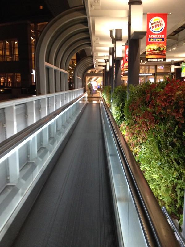 動く歩道が設置されている by haruhiko_iyota