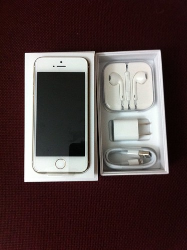 Apple iPhone 5S Gold headphones