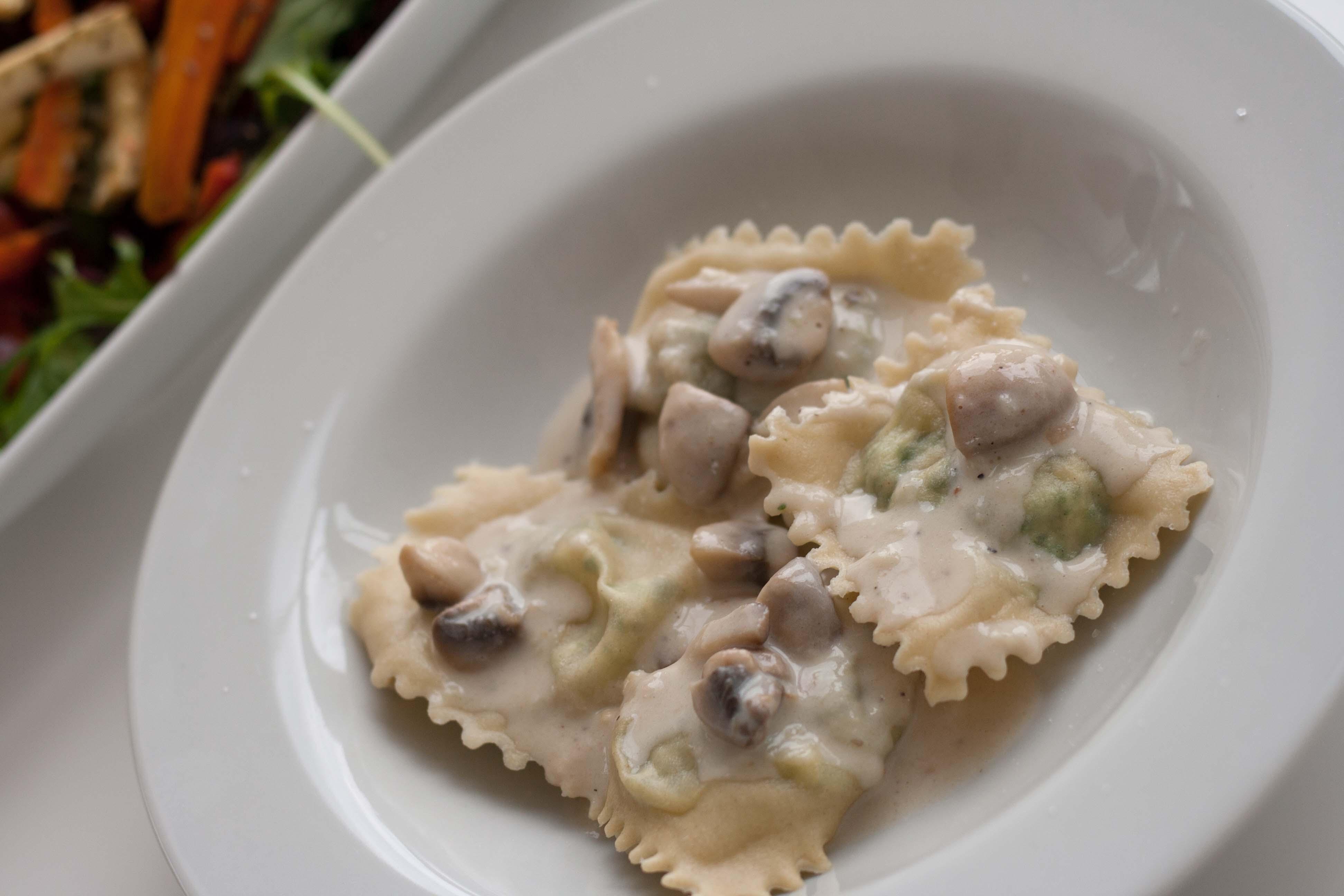 Opskrift på hjemmelavet Ravioli med ricotta og spinat med champignon/fløde sauce