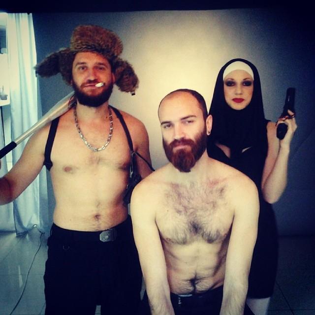 Опа, снова у нас в студии голые мужики! Брутальный Новый Год в самом разгаре:)) Зажигаем:)