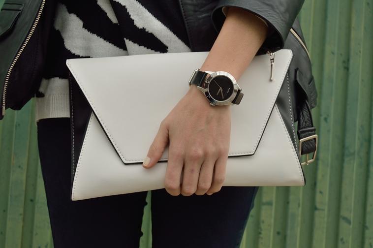 lara-vazquez-madlula-details-white-bag-black-outfit