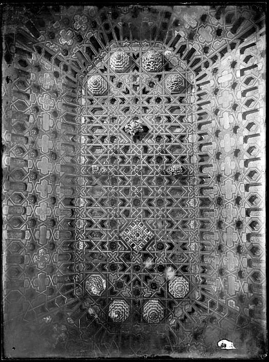 Artesonado mudéjar del Convento de Madre de Dios hacia 1880. Fotografía de Casiano Alguacil © Archivo Municipal del Ayuntamiento de Toledo, signatura CA-0439-VI