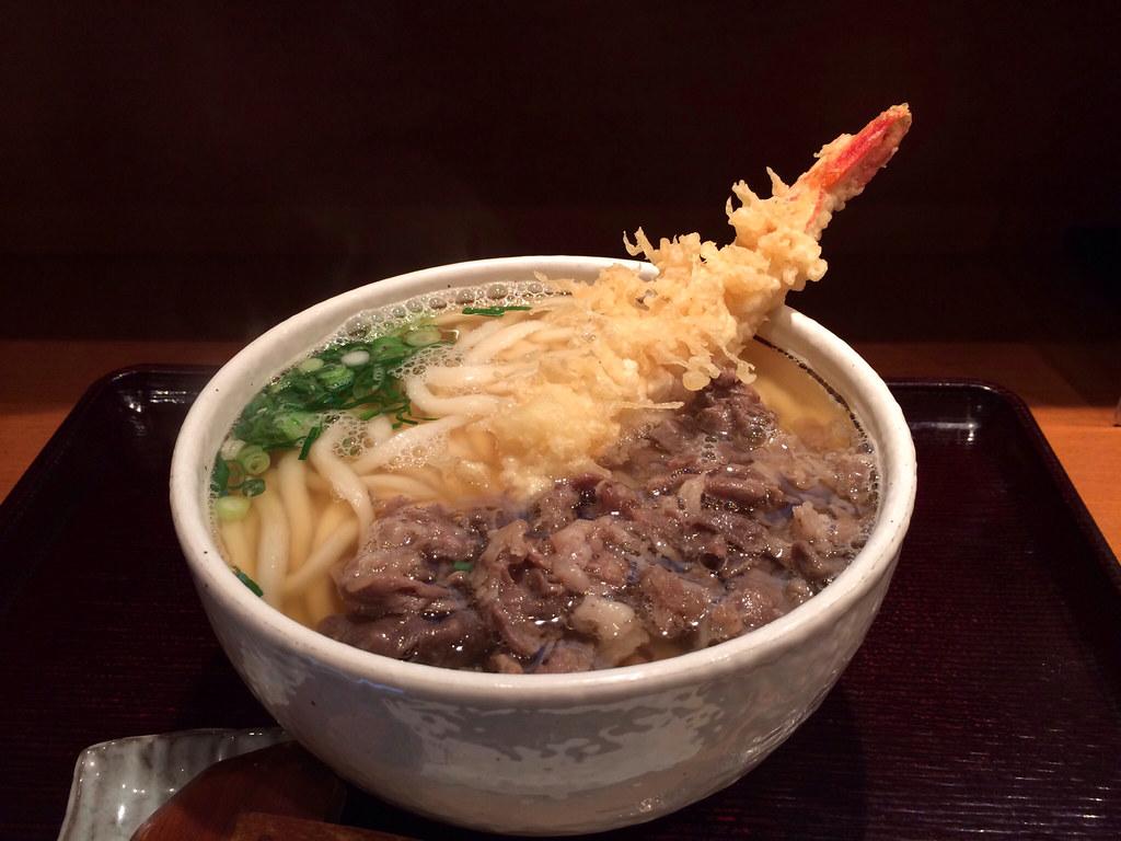 肉天うどん  udon topped with shrimp tempura and beef