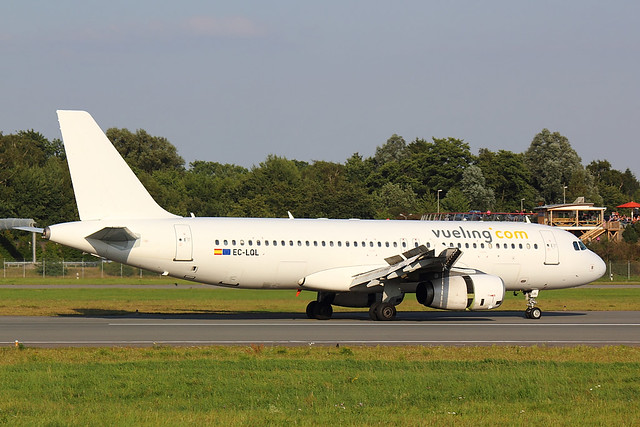 Vueling - A320 - EC-LQL (1)