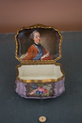 Snuff box with miniature painting