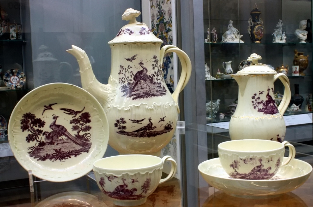 Tea and coffee service. Made at Josiah Wedgwood's factory 1775