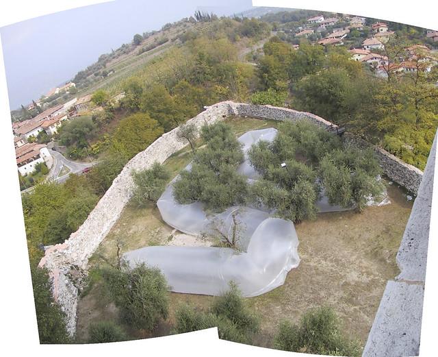2003 Meccaniche della meraviglia, personale, Puegnago sul Garda, Castello, curatore Mirka Hajek