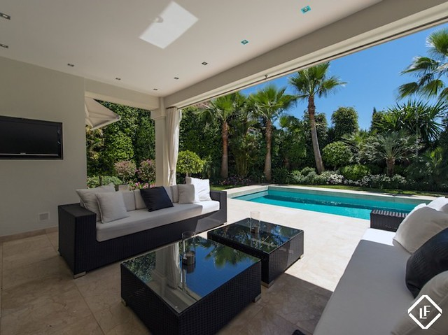 Stunning 3 bed, contemporary style villa in the highly ...