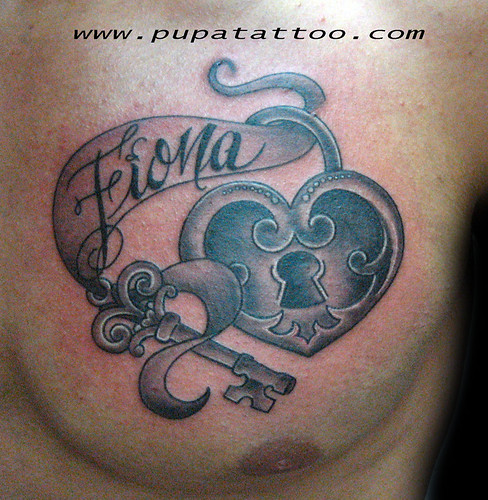 Tatuaje LLave y corazón Pupa Tattoo Granada by Marzia PUPA Tattoo