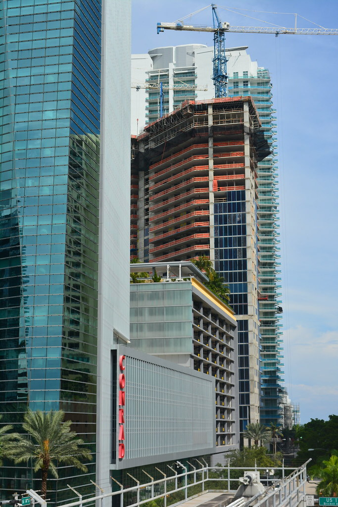 Miami brickell house 524 feet 46 floors for Brickell house