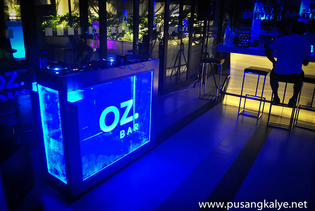 OZ Bar_Holiday Inn Makati