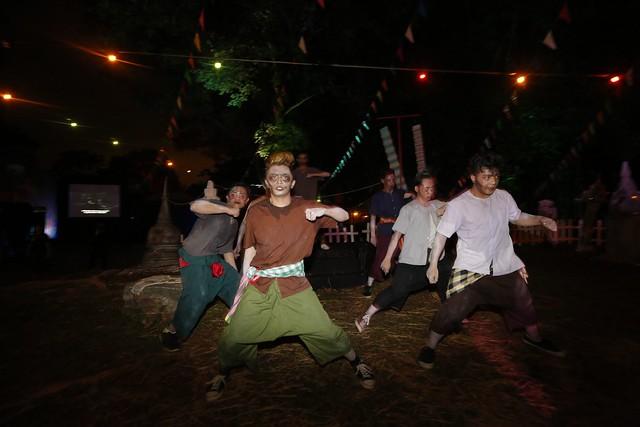 funny Pee Mak dancers