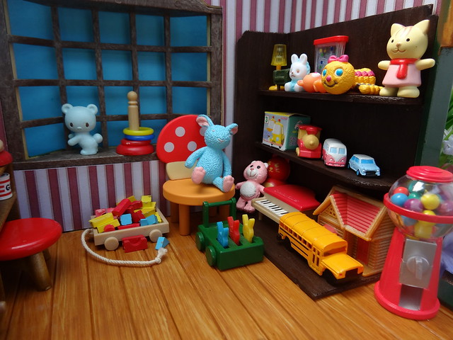 Toy shelf