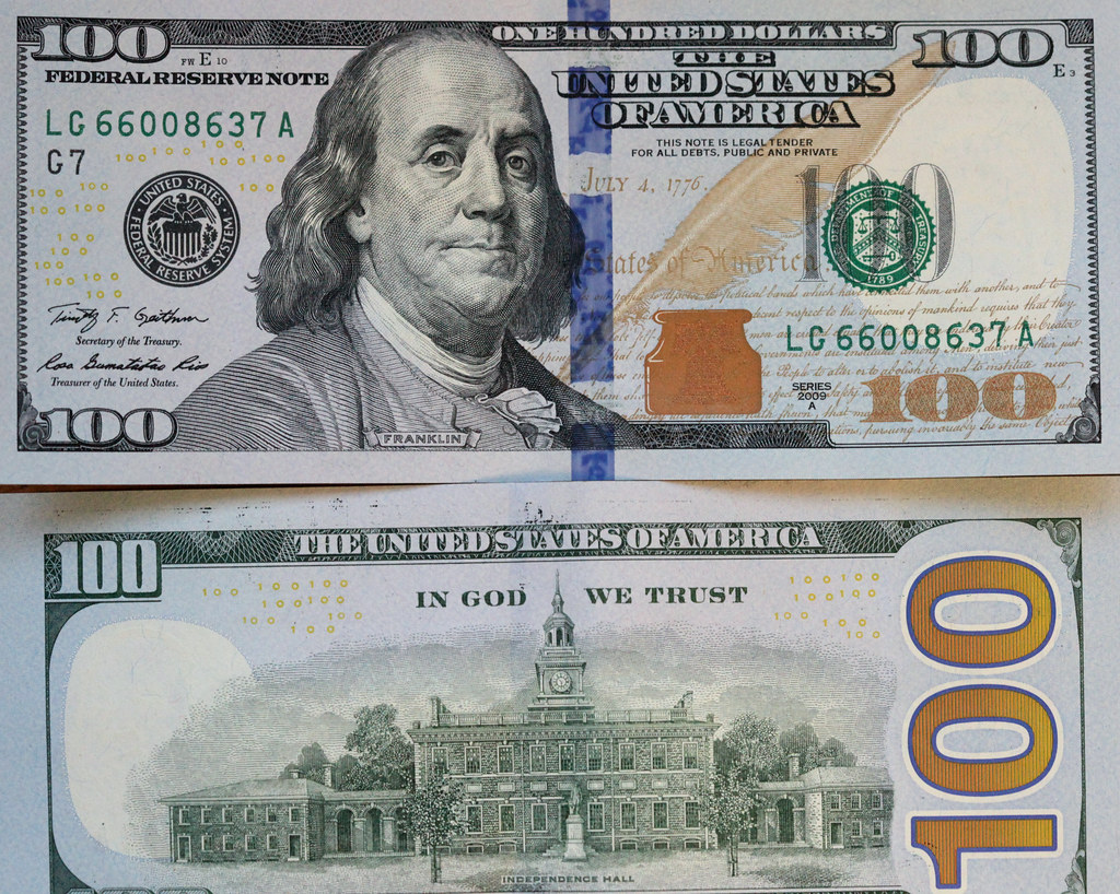 The new vs. the old American 100 dollar bill