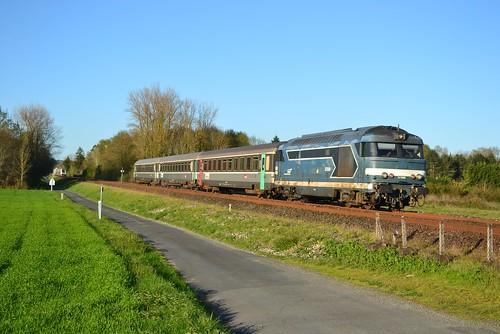 🇫🇷 SNCF BB 67589 + Intercités 4491 (Ventadour) te Razac-sur-I'Isle