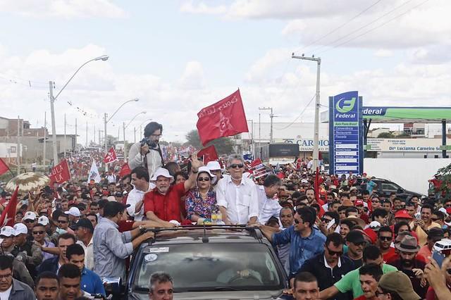 Multidão acompanha carreata do ex-presidentes pela cidade de Monteiro, na Paraíba - Créditos: José Eduardo Bernardes/ Brasil de Fato