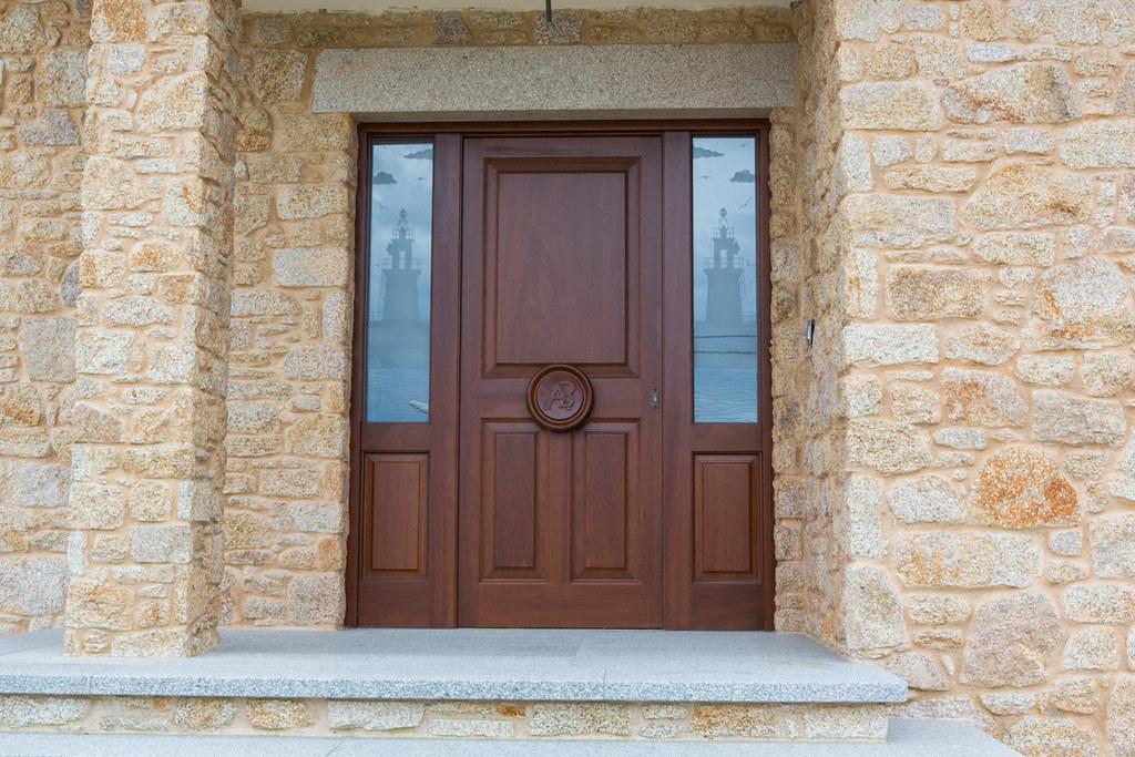 Puerta de diseño clásico