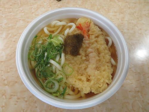 京都競馬場のレジャーフーズの天ぷらうどん