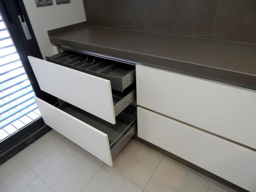 Muebles de cocina modelo hit con gola for Cajones para cocina