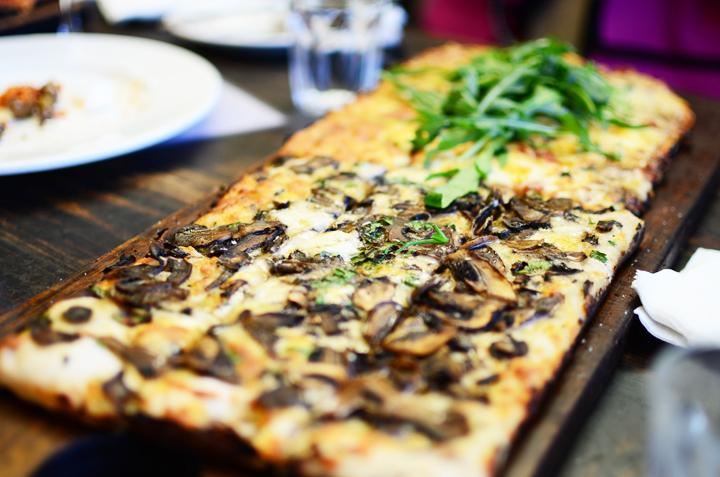 mushroom rocket pizza