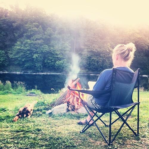 Vuurke voor de tent